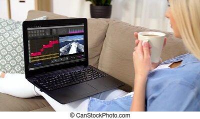 femme, ordinateur portable, programme, rédacteur visuel, maison
