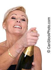 femme, ouverture, bouteille champagne