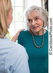 femme, ouvrier, conversation, maison, soin senior