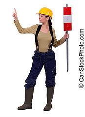 femme, ouvrier, signe, construction, tenue, helmeted
