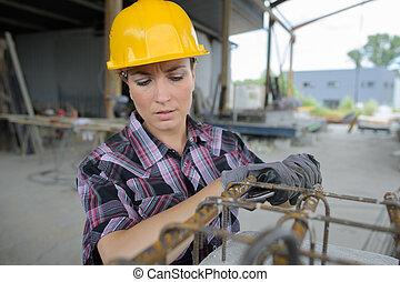 femme, ouvrier, sur, industriel, worksite
