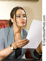 femme, papier, feuille