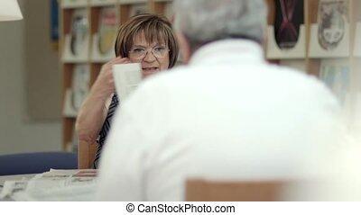 femme, papier, lecture, mari