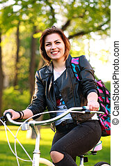 femme, parc bicyclette, jeune, vert, coucher soleil, heureux