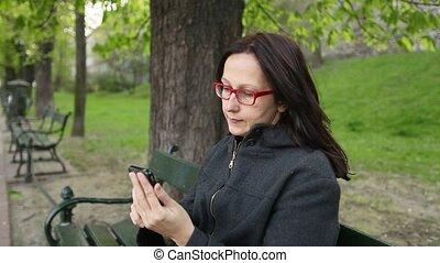 femme, parc, conversation, séance