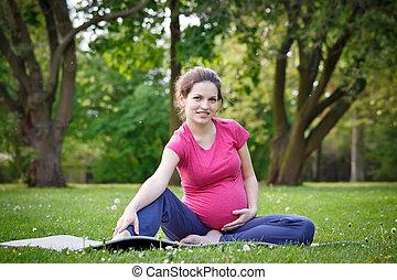 femme, parc, exercisme, pregnant