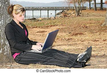 femme, parc, informatique