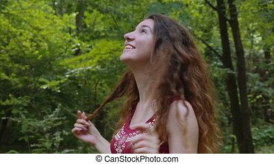 femme, parc, jeune, délassant, heureux