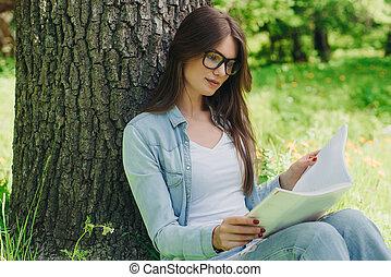 femme, parc, livre, lecture