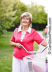 femme, parc, vélo, actif, équitation, personne agee