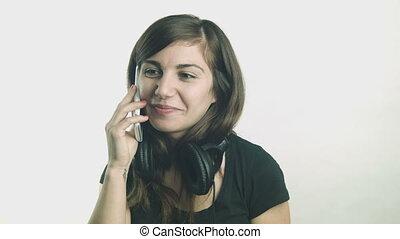 femme parler, jeune, téléphone, elle