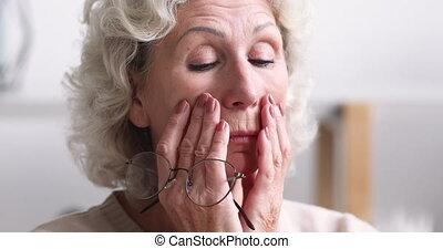 femme, partir, personne agee, forcer, concept, lunettes, sentiment, fatigué, oeil
