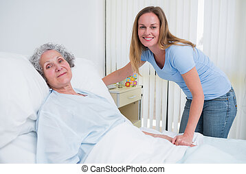femme, patient, salle, tenant main
