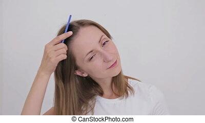 femme, peigner, elle, jeune, cheveux, joli