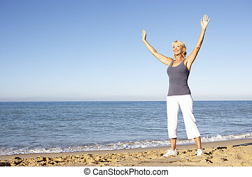femme, plage, étirage, fitness, personne agee, habillement