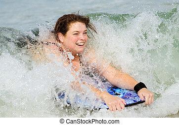 femme, plage, bodyboard, surfer