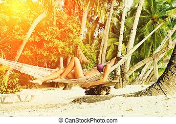 femme, plage, hamac
