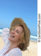 femme, plage, rire