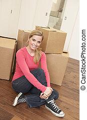 femme, plancher, séance, jeune, boîtes, en mouvement, carton, jour