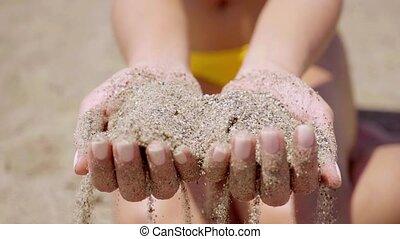 femme, poignée, jeune, sable, tenue, plage