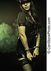 femme police, taloché