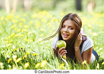femme, pomme, dehors