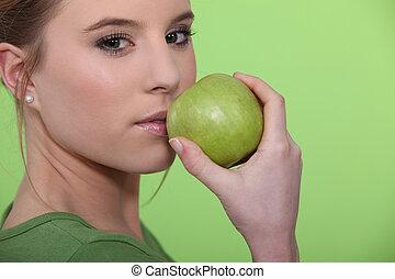 femme, pomme verte, tenue