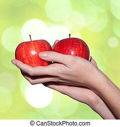 femme, pommes, tenant mains