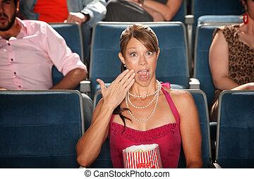 femme, pop-corn, choqué