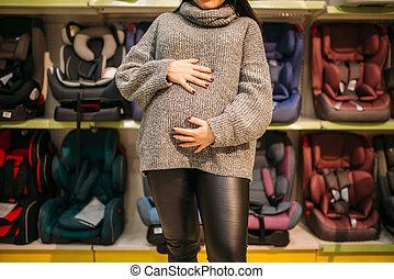 femme, pregnant, étagère, aganst, enfant, sièges, voiture