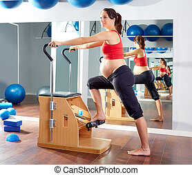 femme, pregnant, pilates, exercice, chaise, wunda
