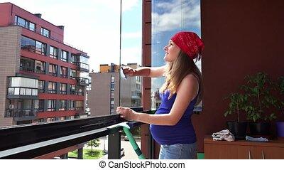 femme, pregnant, précis, verre, propre, poussière, maison, balcon