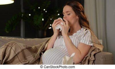 femme, pregnant, souffler, maison, malade, nez