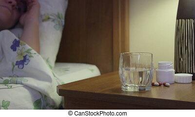 femme, prendre, lit, dormir, chevet, chambre à coucher, ...