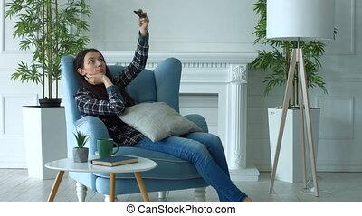 femme, prendre, téléphone maison, sourire, selfie, ...