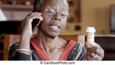 femme, prescription, remplissage, elle, téléphone, noir, séduisant, personne agee, intelligent