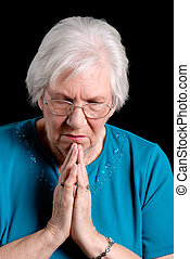 femme prier, personne agee