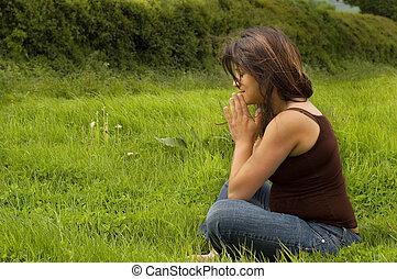 femme prier, pregnant