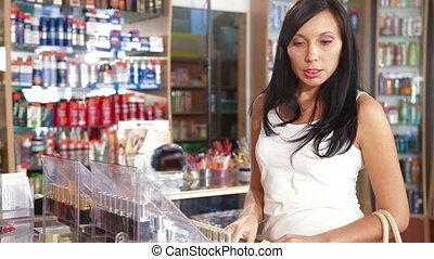 femme, produits, achat, soin beauté