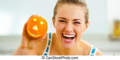 femme, projection, halloween, jeune, orange, heureux