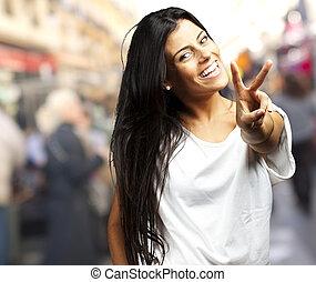 femme, projection, jeune, signe, victoire, heureux