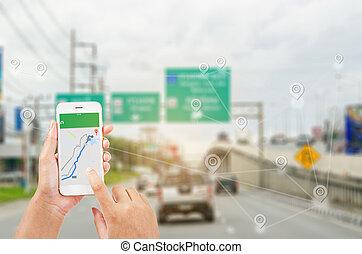 femme, projection, map., téléphone, partie, tenant mains, navigateur, intelligent