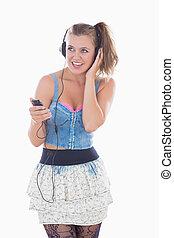 femme, quoique, musique écouter, blond, sourire