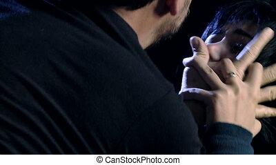femme, réagir, violence conjugale