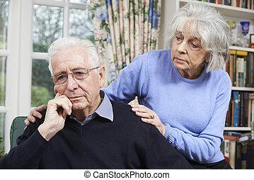 femme, réconfortant, homme aîné, à, dépression