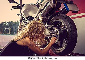 femme, réparation, blonds, motorbcycle., sexy