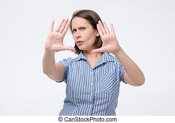 femme, refuser, bureau, défendre, ou, herself., mains, directeur, prof, pousser