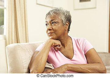 femme regarde, pensif, maison, personne agee, chaise
