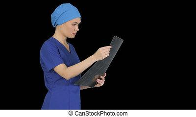 femme, regarder, mri, alpha, docteur, sérieux, canal, ...