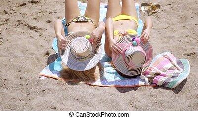 femme relâche, elle, jeune, bikini, heureux